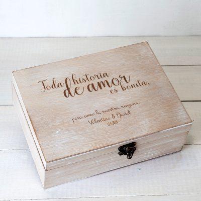 "Caja de madera personalizada ""Toda historia de amor"""
