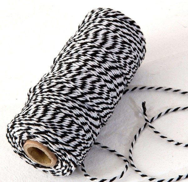 Cordón hilo negro