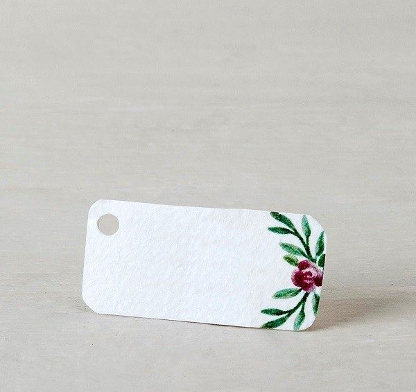 Etiqueta blanca con flor acuarela